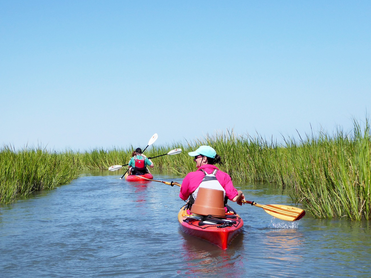 20160827_153019_Paddling the river in the grass