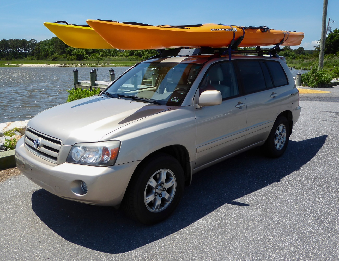 20180526_133754_Kayaks strapped to the top of the Highlander